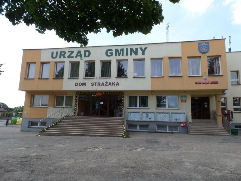 Urząd gminy w Ożarowicach - Toen96 - Praca własna / Wikimedia / CC BY-SA 3.0
